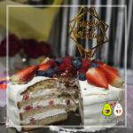 Gâteau d'anniversaire aux fruits rouges et glaçage cream cheese/mascarpone